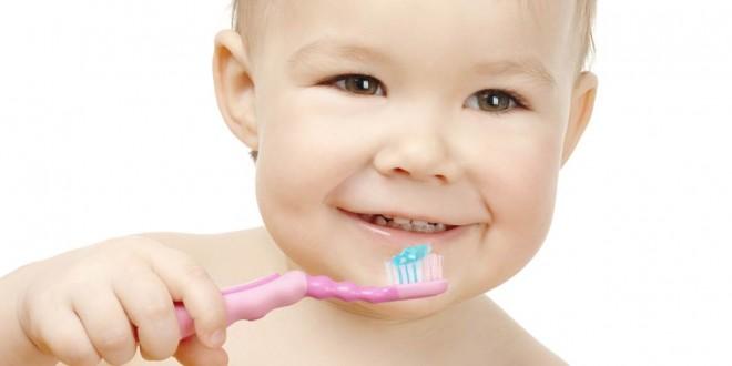 Bebe-cepilla-dientes