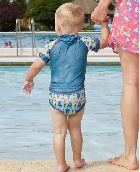 Bañador pañal antifugas bebé Pop-in y camiseta anti UV protección solar